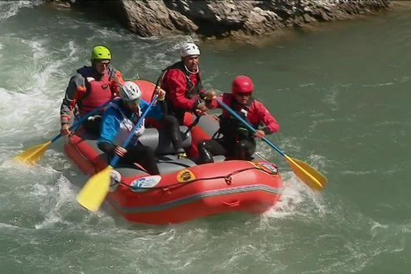 43 équipages ont descendu tour à tour la rivière du stade d'eau vive.