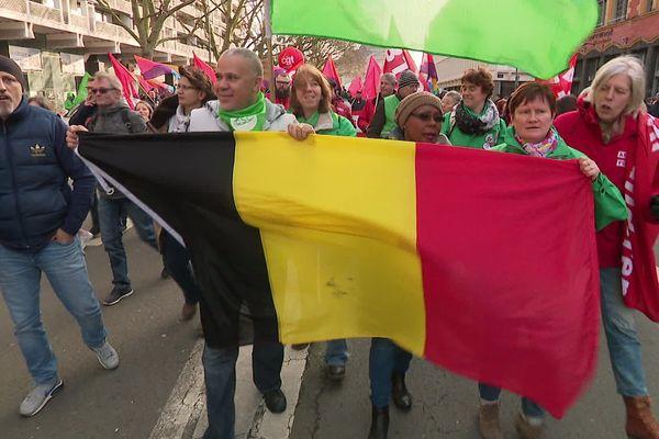 Plusieurs syndicats belges ont rejoint le cortège lillois contre la réforme des retraites.