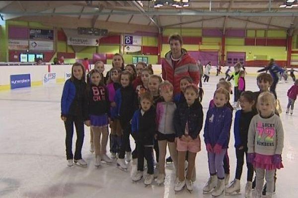 Brian Joubert entraîneur d'un soir pour les petits patineurs de Besançon