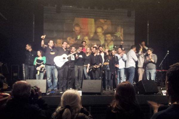 L'équipe de Radio Clapas est venue remercier le public à la fin de la soirée de soutien organisée au Rockstore le 28 mars 2014
