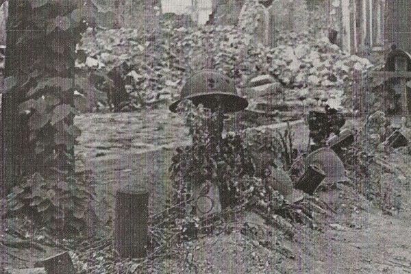 La tombe d'un soldat français sur le Boulevard de Belfort.
