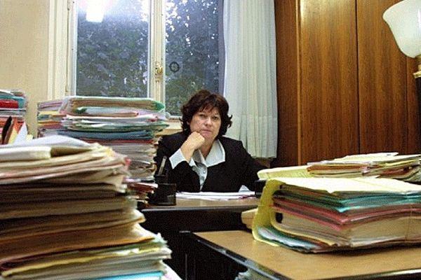Le secrétariat général du gouvernement confirme ce mercredi 23 janvier que la juge Marie-Odile Bertella-Geffroy devra quitter le pôle santé le 28 février. Une décision qui doit être validée par décret par François Hollande mais qui est lue par beaucoup comme un coup d'arrêt au dossier de l'amiante.