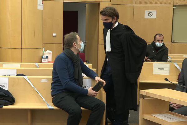Rachid Hami, le frère de Jallal Hami décédé en 2012 lors d'un exercice militaire à Saint-Cyr Coëtquidan et son avocat Jean-Guillaume Le Mintier au tribunal correctionnel de Rennes