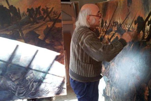 Jean-François Galea dans son atelier d'Aimargues (Gard)