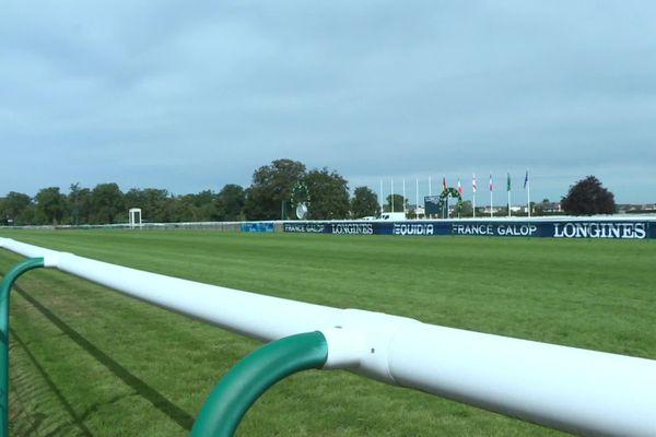 Les cavaliers engagés dans les épreuves de concours complet, de dressage ou de sauts d'obstacles pourront se préparer à Chantilly dans l'Oise.