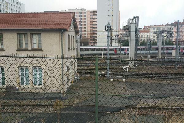 Dans la nuit du 20 au 21 janvier 2016, deux jeunes gens ont été frappés par un arc électrique de 25 000 volts en gare de Clermont-Ferrand alors qu'ils étaient montés sur une locomotive.