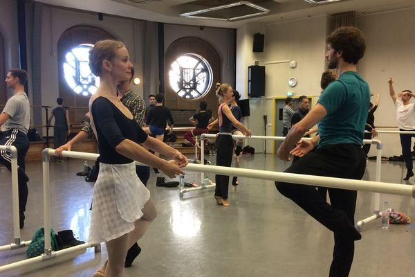 Des danseurs de l'opéra Garnier, à Paris.