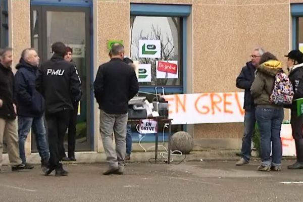 Les grévistes de l'antenne PMU de Dijon, le 10 mars 2016