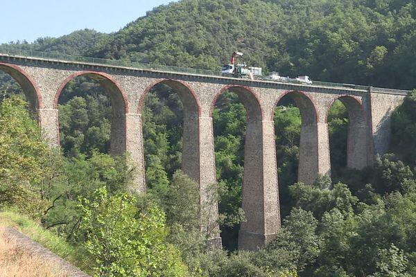 Le pont de Duzon, un ouvrage vieux de 150 ans, va bénéficier d'un important lifting. Le chantier a débuté le 6 septembre 2021 et devrait se terminer fin avril 2022.