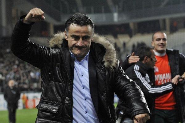 Christophe Galtier laisse exploser sa joie au chaudron, après la victoire des verts en demi finale de la Coupe de la Ligue.