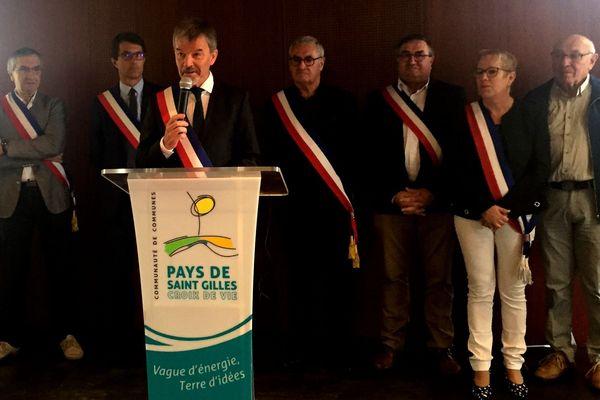 Christophe Chabot, le maire de Brétignolles, entouré d'autres maires de la communauté de communes, 10 octobre 2019