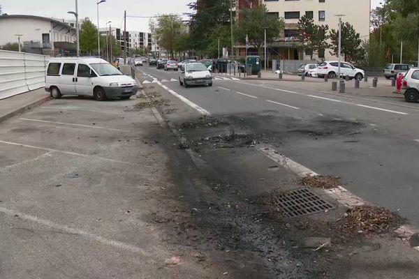 Feux de voitures à Rillieux la Pape dans la nuit de samedi à dimanche, les traces sont encore visibles ce matin (4/10/20)