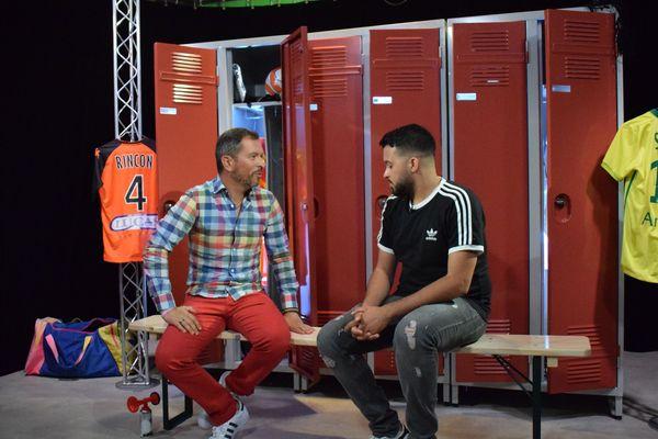 """Anthony Brulez en compagnie du journaliste Pierre Hakim Ouggourni sur le plateau d """"Une semaine en ballon"""""""