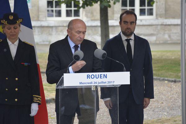 Sébastien Lecornu (à droite) accompagnait le ministre de l'intérieur Gérard Collomb à Rouen, le 26 juillet dernier.