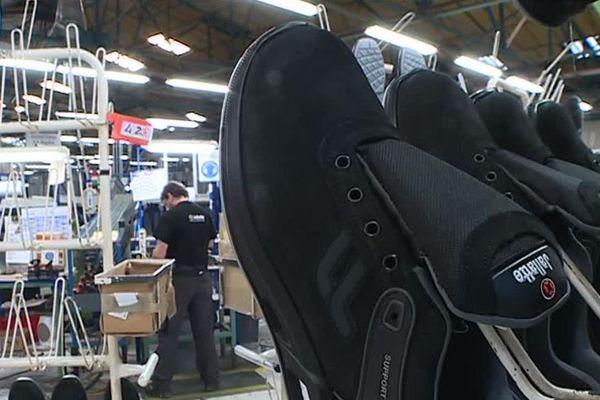 Cette chaussure, la J-Energy est conçue à Saint-Hippolyte-du-Fort, dans le Gard. Il s'agit d'une basket de sécurité haut de gamme. L'entreprise Jallatte mise sur ce nouveau modèle pour oublier les crises passées. / Janvier 2019