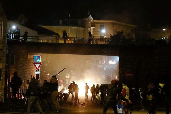 Des heurts au Pouzin (Ardèche): la manifestation des gilets jaunes dégénère - 1er décembre 2018