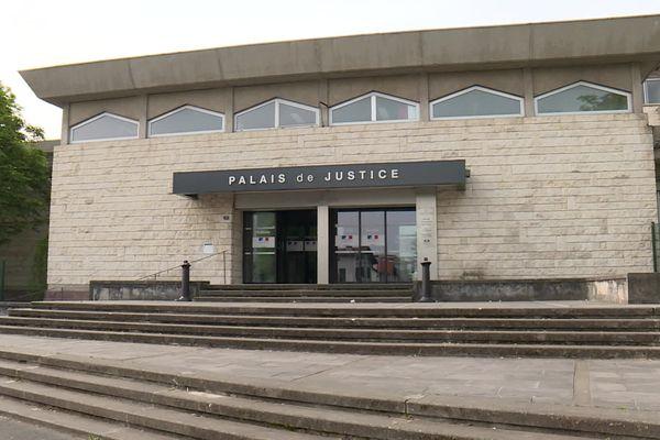 Le palais de justice de Bayonne. Les deux hommes encourent 20 ans de réclusion pour ce viol en réunion commis en 2009.