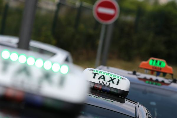 Les chauffeurs de taxi sont en colère. Ils veulent l'arrêt de l'application UberPop.