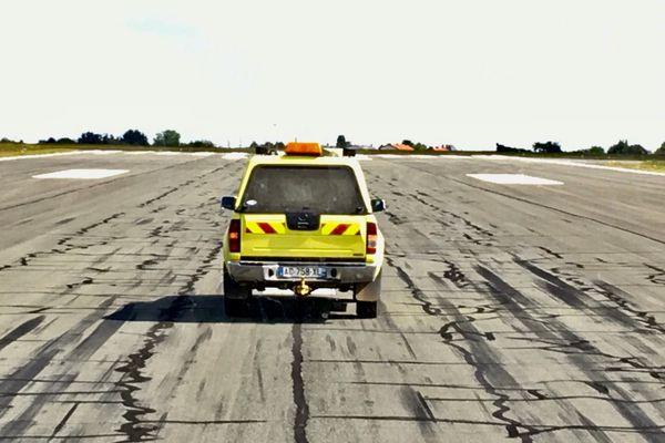Sur la piste de l'aéroport Poitiers-Biard.