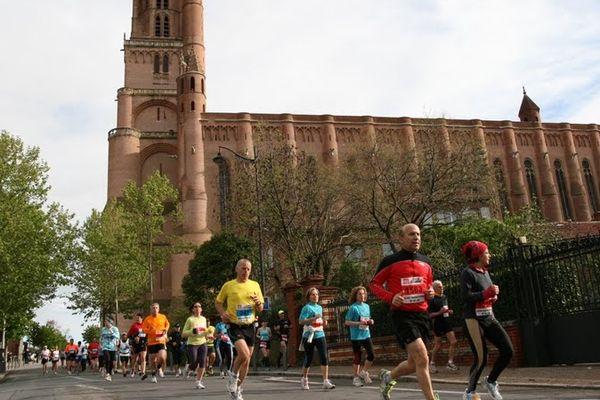 Le marathon d'Albi en 2012 devant la cathédrale Sainte-Cécile