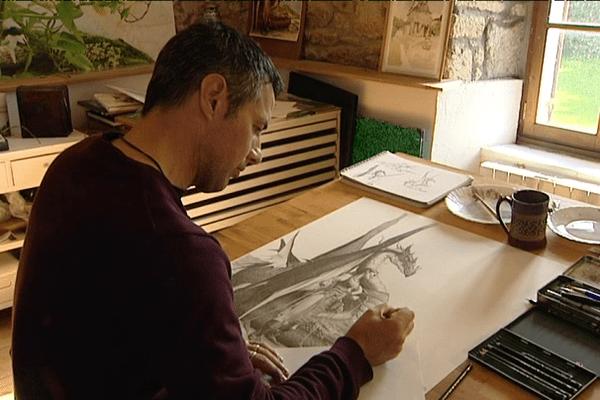 Le dessinateur Bruno Brucéro dans son atelier