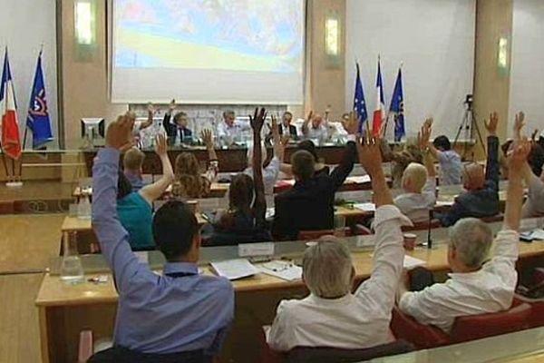 Montpellier - la délibération de transformation en métropole a été adoptée par 75 voix pour, 3 contre et 11 abstentions - 17 juillet 2014.