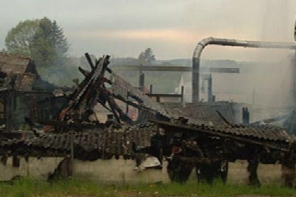 Une scierie de Sauviat-sur-Vige ravagée par les flammes