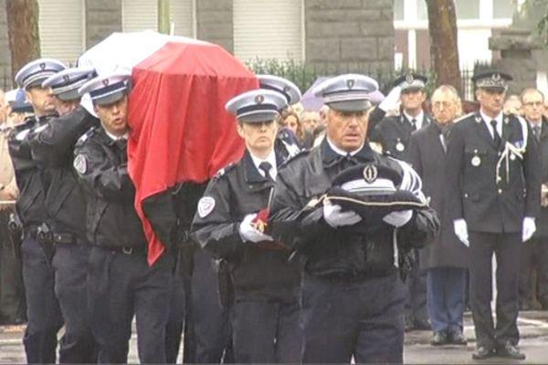 Les obsèques de Thierry Dhios, le policier poignardé à mort à Lorient par un forcené jeudi dernier