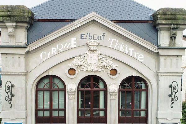 Le fronton du cirque théâtre d'Elbeuf (Eure, Normandie)