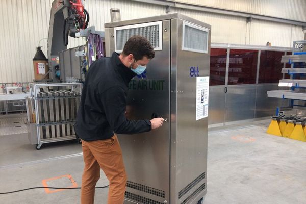 La machine d'une centaine de kilos est mobile et pourrait filtrer jusqu'à 99,95% des microparticules.