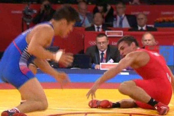 Steeve Guénot remporte en lot de consolation une médaille de bronze.