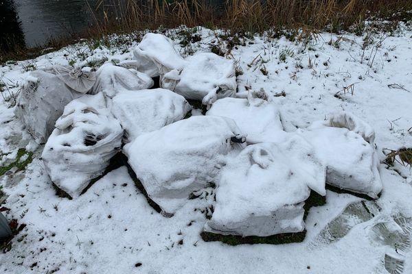Une centaine de sacs de gravats et d'amiante ont été jetés dans la Moder depuis le mois de décembre.