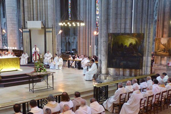 Messe chrismale présidée par Mgr Dominique Lebrun en la cathédrale Notre-Dame de Rouen (24 mars 2016).