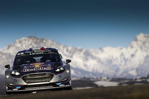 Sébastien Ogier (Ford Fiesta RS), nouveau leader ce samedi soir après la sortie de route de Thierry Neuville