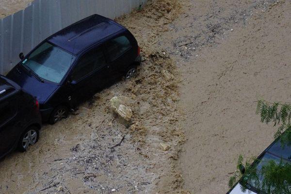 Inondations quartier de Pessicart à Nice ce lundi midi.