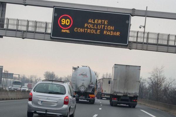 Dans le Puy-de-Dôme, à compter du vendredi 24 janvier 5h00, la vitesse est limitée à 90 km/h sur les routes à 110 km/h, en raison d'un épisode de pollution.