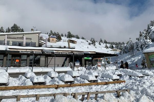 Le Mont-Ventoux avec son blanc-manteau.