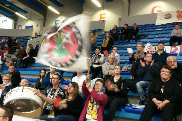 La joie des supporteurs de l'équipe de volley-ball de Poitiers.