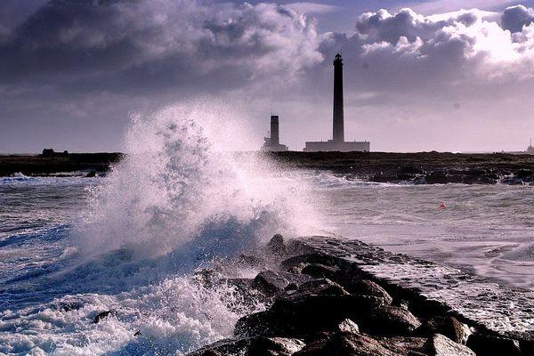 C'est dans le Cotentin, vers le phare de Gatteville et la pointe de Barfleur, que sont attendues les rafales les plus violentes, jusqu'à la mi-journée de ce dimanche.