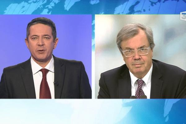 Franck Besnier interroge Alain Tourret, (PRG) vice président de la région