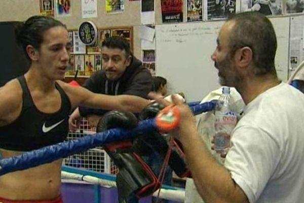 Myriam Dellal et son coach Salim Medjkoune lors de son dernier entraînement à la Maison des Sports de Clermont-Ferrand avant le déplacement en Suisse.