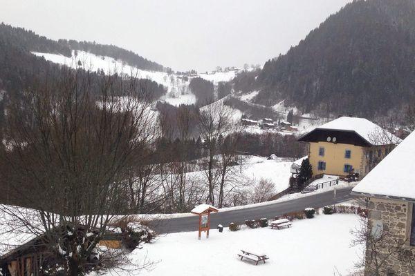 Montmin, en Haute-Savoie, sous la neige et la pluie