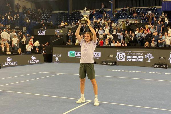 Tsitsipas a gagné pour la deuxième année consécutive l'Open 13 de tennis à Marseille ce dimanche face à Auger-Aliassime.