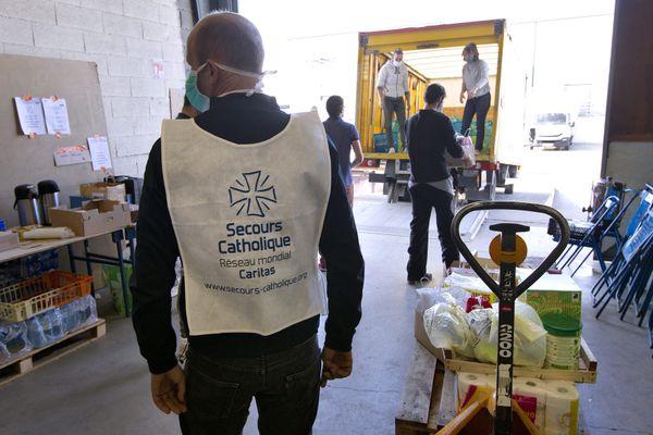 L'association compte  64 300 bénévoles en France.