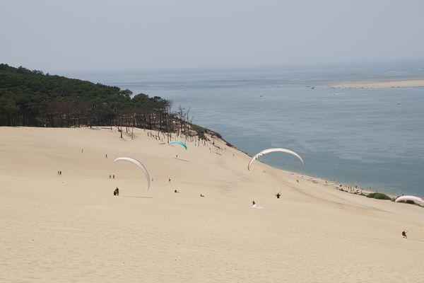 Photo d'illustration. Les amateurs de parapente plébiscitent la Dune du Pilat.