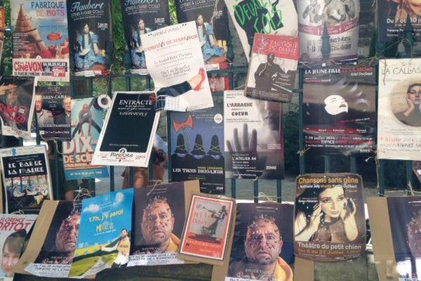 Avignon croûle sous les affiches, c'est le festival OFF