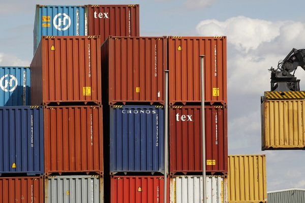 Déchargement de conteneurs sur le port de Tilbury, à l'est de Londres.