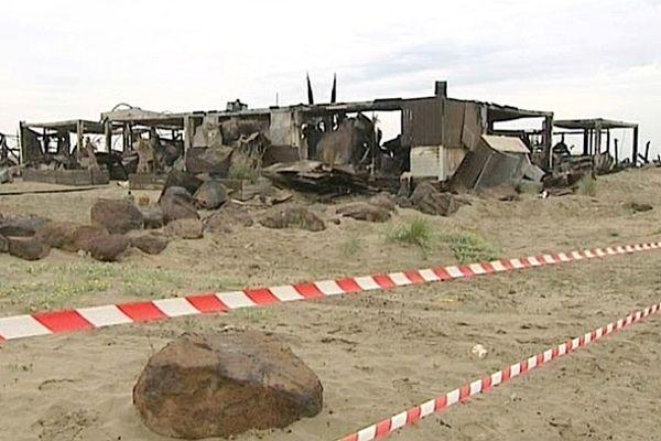 Cap d'Agde (Hérault) - le Lézard beach, totalement détruit après un incendie - 26 avril 2013.