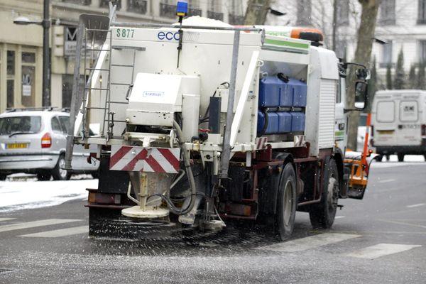 Viabilité Hivernale - Niveau Orange dans la Métropole de Lyon. Une opération de salage est prévue à partir de 15h ce vendredi 15 janvier 21