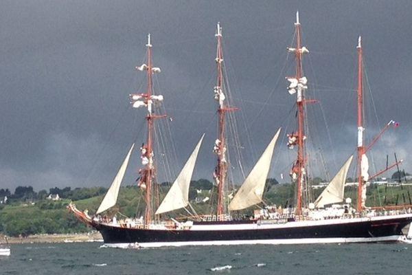 Le Sedov est un bateau russe, le plus grand voilier du monde.
